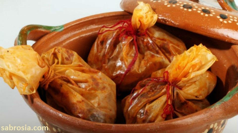 Mixiotes de pollo al pulque con nopales.