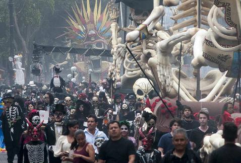 El desfile del Día de Muertos es absurdo. Ultimas Noticias.