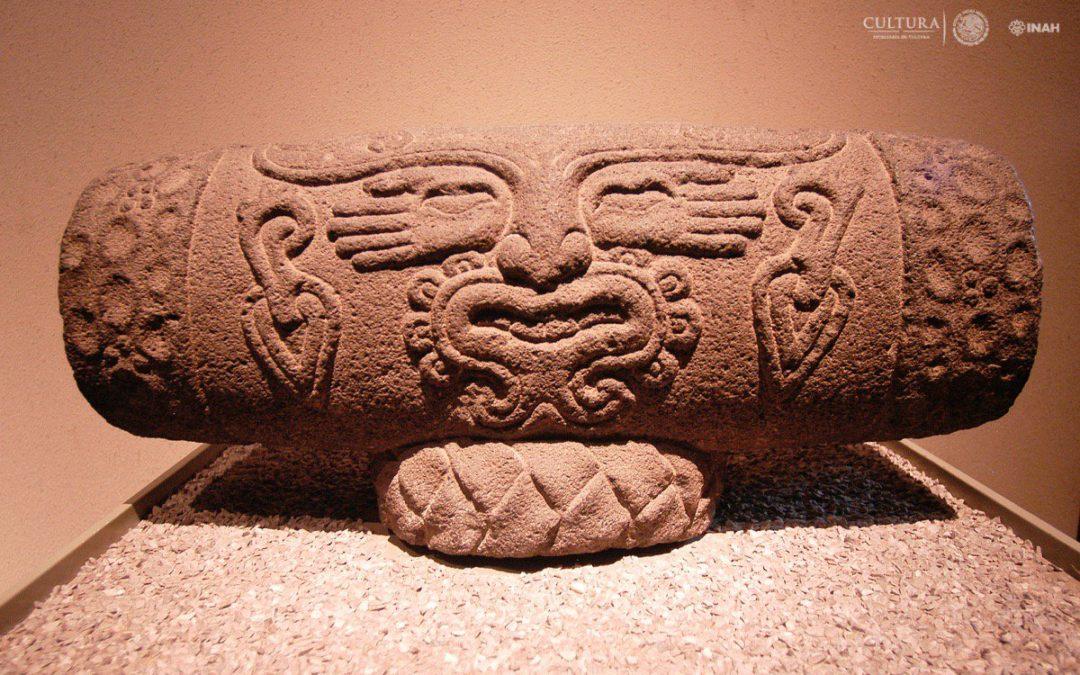 Teponaxtle con la imagen de Macuilxóchitl, dios de la música