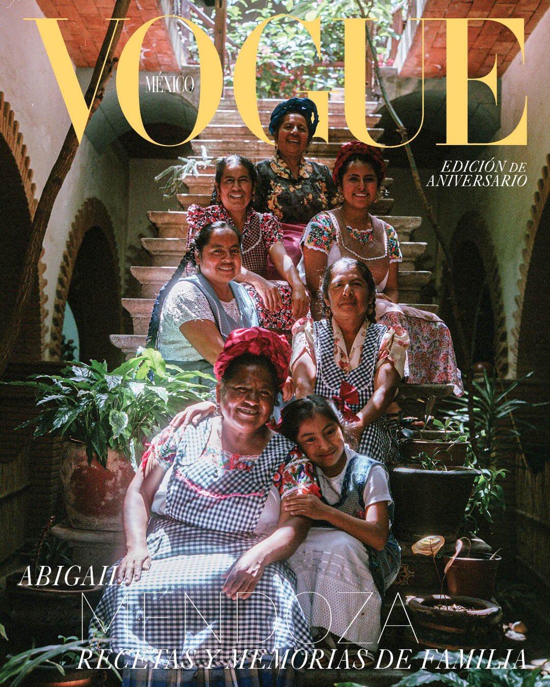 Estamos de fiesta: Abigail Mendoza en portada por el 20 aniversario de la Revista Vogue México.