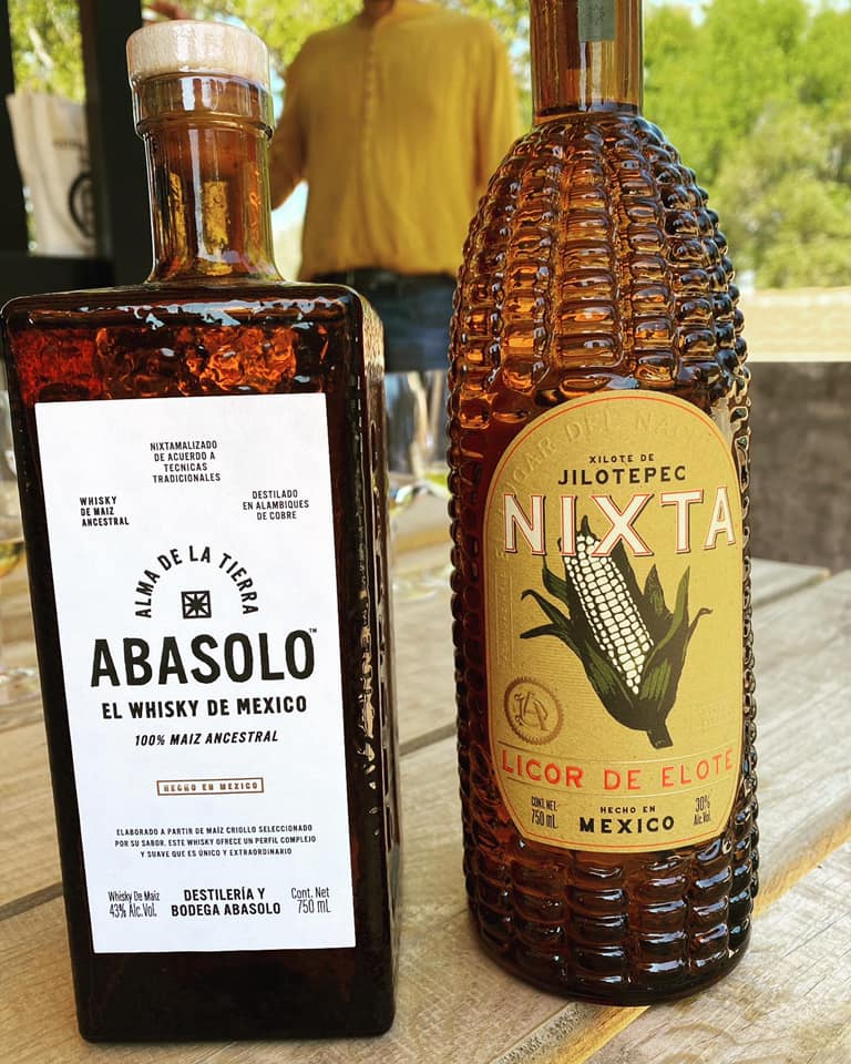 Nuevo Whisky & Licor de maíz CACAHUACINTLE nixtamalizado.