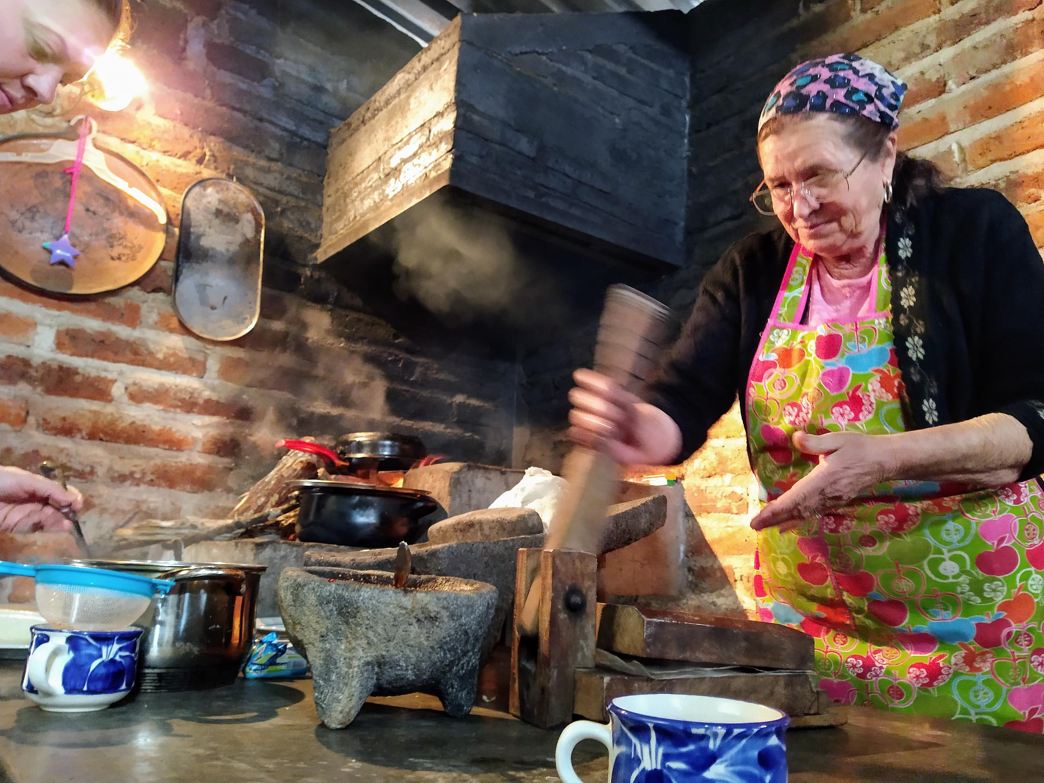 100 abuelitos crearon un libro de recetas tradicionales ¡Felicidades!